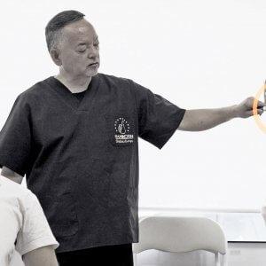 Maestro Onoda impartiendo clase